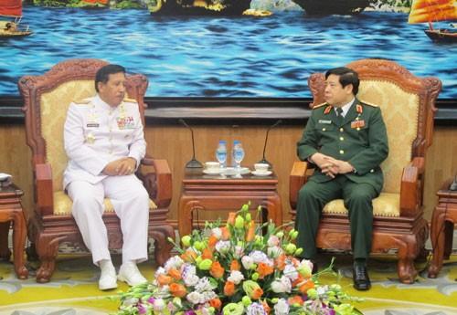 Delegasi Militer tinggi Indonesia melakukan kunjungan persahabatan resmi di Vietnam - ảnh 1