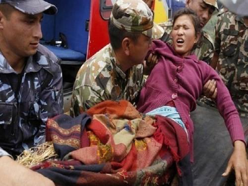 Kesulitan tetap dihadapi para korban gempa bumi - ảnh 1