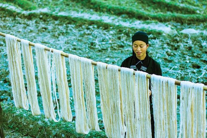 Musim tenun di dukuh Phung, provinsi Ha Giang - ảnh 2