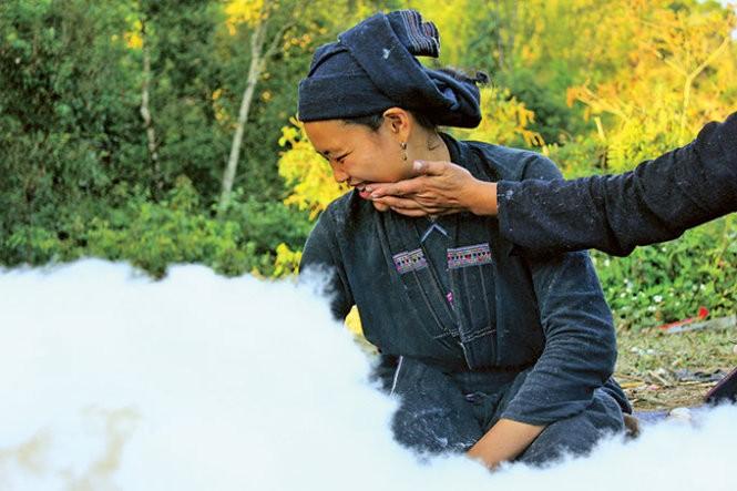 Musim tenun di dukuh Phung, provinsi Ha Giang - ảnh 3