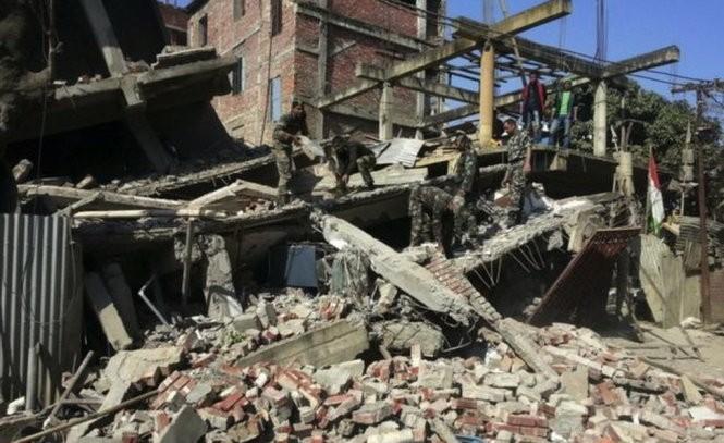 Gempa bumi dengan kekuatan 6,7 derajat pada Skala Richter yang terjadi di India memakan banyak korban - ảnh 1