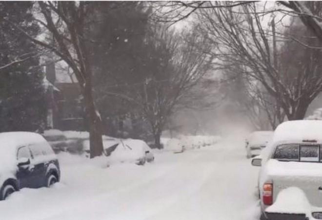 Banyak negara bagian di Amerika Serikat Timur Laut lumpuh karena taufan salju - ảnh 1