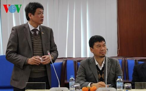 Rombongan wartawan internasional yang menghadiri Kongres Nasional ke-12 PKV mengunjungi VOV - ảnh 1