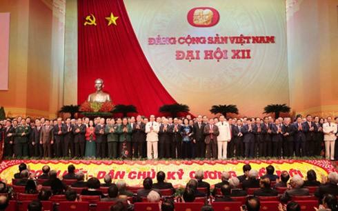 Pengumuman hasil Kongres Nasional ke-12 PKV kepada semua koprs diplomatik dan organisasi internasional di Vietnam - ảnh 1