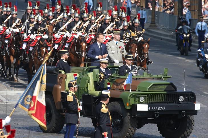 Défilé du 14 juillet: la fraternité d'armes à l'honneur - ảnh 1