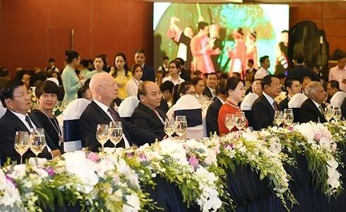 Nguyên Xuân Phuc préside une soirée de promotion de la culture vietnamienne - ảnh 1