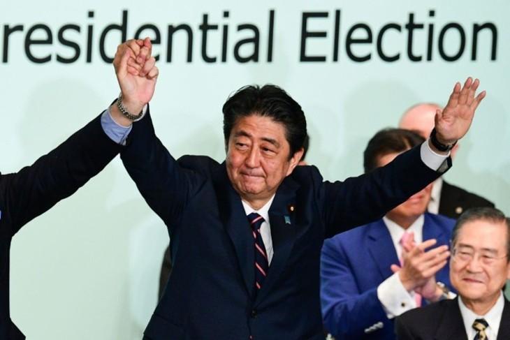Japon: Shinzo Abe réélu à la tête de son parti - ảnh 1