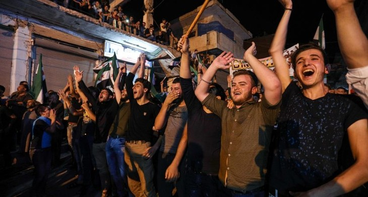 Des milliers de Syriens rentrent à Idleb après l'accord russo-turc - ảnh 1