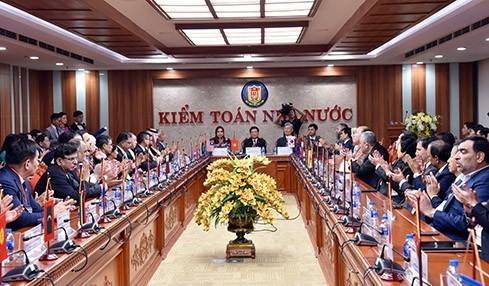ASOSAI 14- Les chefs de délégations visitent le siège de l'audit d'État du Vietnam - ảnh 1