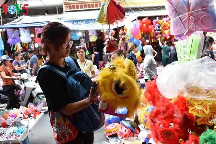 La fête de la mi-automne dans le vieux quartier de Hanoi - ảnh 2
