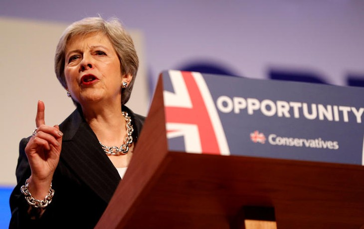 Royaume-Uni: Theresa May appelle à l'unité et enterre l'austérité - ảnh 1