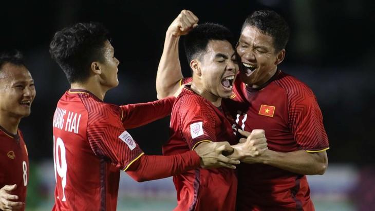 Coupe AFF Suzuki 2018: le Vietnam bat les Philippines 2-1 - ảnh 1