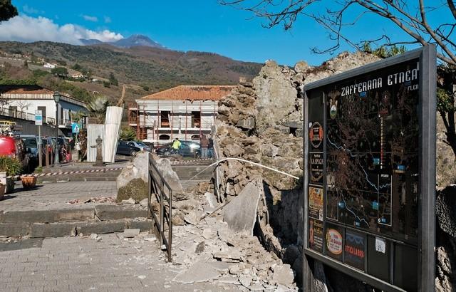 Sicile: Un séisme de magnitude 4,8 frappe la zone du volcan Etna, en éruption depuis lundi - ảnh 1