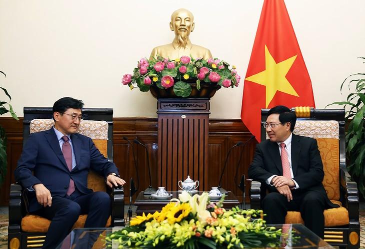 Pham Binh Minh rencontre un vice-ministre sud-coréen des Affaires étrangères - ảnh 1