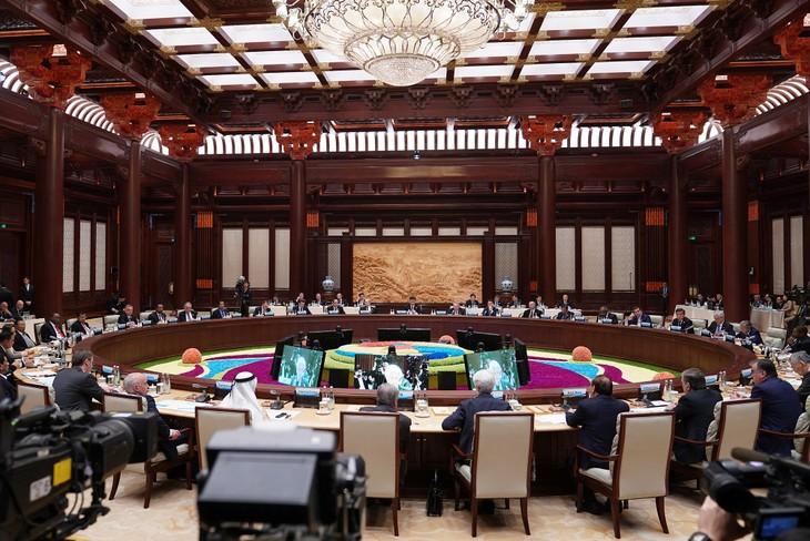 Nguyên Xuân Phuc à la table ronde des dirigeants - ảnh 1