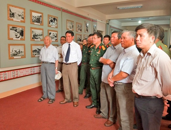 Célébration du 65e anniversaire de la victoire de Dien Bien Phu - ảnh 1