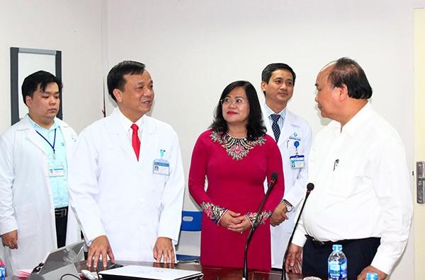 Nguyên Xuân Phuc se rend à l'hôpital général de Dông Nai - ảnh 1