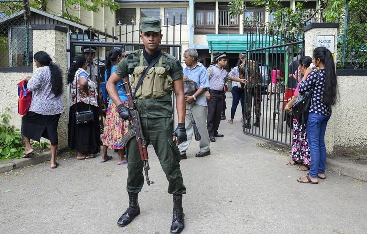 Sri Lanka: une ville sous couvre-feu après des violences entre musulmans et chrétiens - ảnh 1
