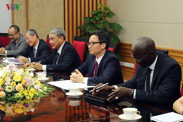 Une délégation de hauts responsables de Côte-d'Ivoire reçue par Vu Duc Dam  - ảnh 1