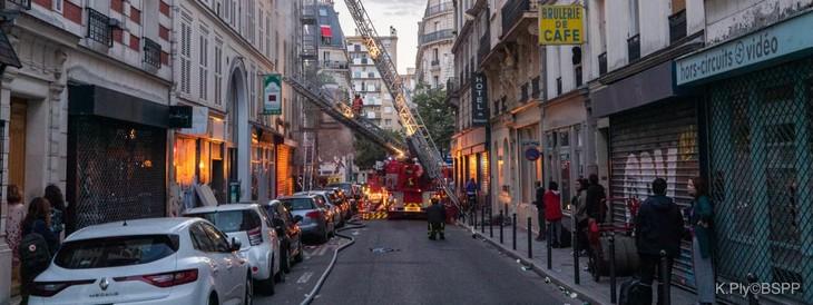 Paris : trois morts dans l'incendie d'un immeuble du 11e arrondissement - ảnh 1