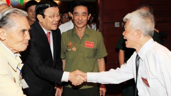 Der Staatspräsident trifft ehemalige Gefangene - ảnh 1