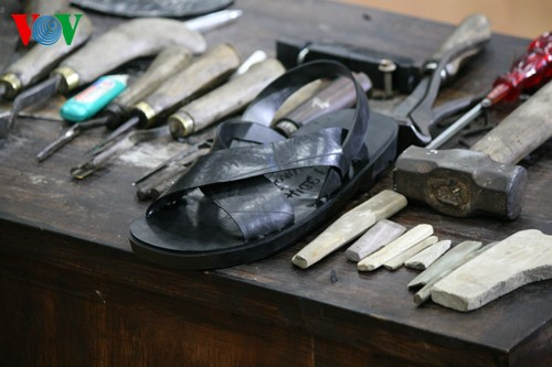 Künstler Pham Quang Xuan und die Geschichte über Gummi-Sandalen - ảnh 1