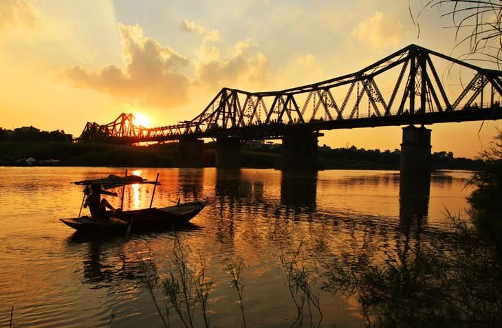Die Brücken verbessern das Gesicht der Hauptstadt Hanoi - ảnh 1