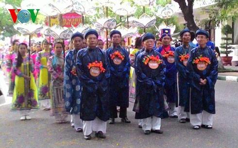 Abschluss des Festivals der traditionellen Handwerksberufe in Hue 2015 - ảnh 1