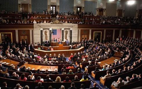 US-Senat verabschiedet Gesetzentwurf zur Kontrolle eines Atomabkommens mit Iran - ảnh 1