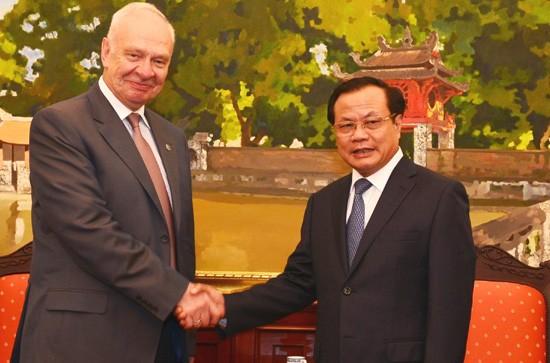 Der neue russsiche Botschafter trifft Leiter der Hauptstadt Hanoi - ảnh 1