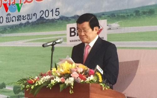 Staatspräsident Truong Tan Sang nimmt an Einweihung des Flughafens Attapeu teil - ảnh 1