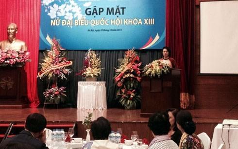 Treffen von Parlamentarierinnen zum Tag der vietnamesischen Frauen - ảnh 1
