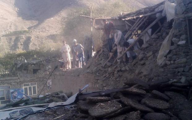 Fast 400 Tote bei Erdbeben in Südasien - ảnh 1
