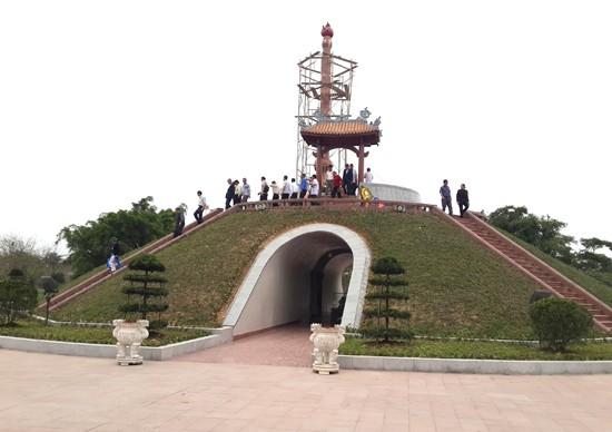 In Ausland lebende vietnamesische Jugendliche besuchen alte Zitadelle Quang Tri - ảnh 1