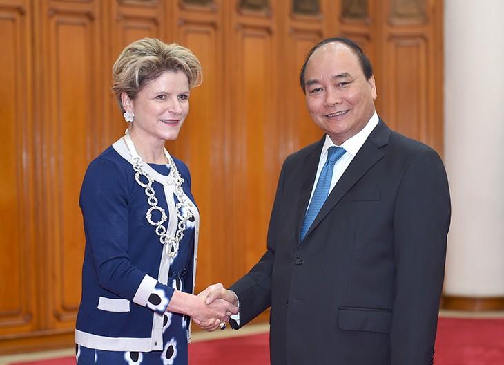 Premierminister Nguyen Xuan Phuc trifft Staatsekretärin der Schweiz Ineichen-Fleisch - ảnh 1