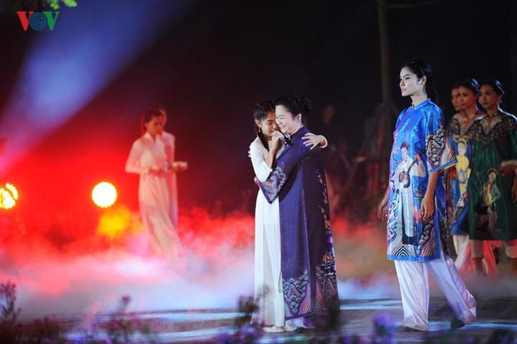 Berühmte vietnamesische Schauspieler versammeln sich beim Ao Dai-Festival Hanoi  - ảnh 5
