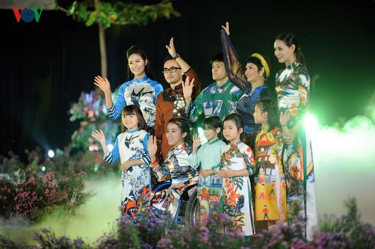 Berühmte vietnamesische Schauspieler versammeln sich beim Ao Dai-Festival Hanoi  - ảnh 6