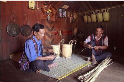 Das Flechten der Rückenkörbe im Leben der Volksgruppe der K'Ho - ảnh 1