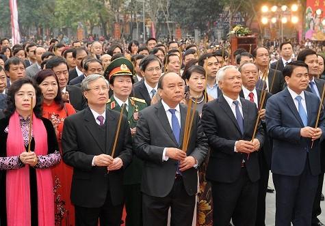 Premierminister Nguyen Xuan Phuc nimmt am Dong Da-Hügel-Fest teil - ảnh 1