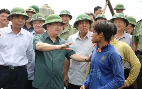 Vizepremierminister Trinh Dinh Dung leitet Arbeit zur Reaktion auf Taifun Doksuri - ảnh 1
