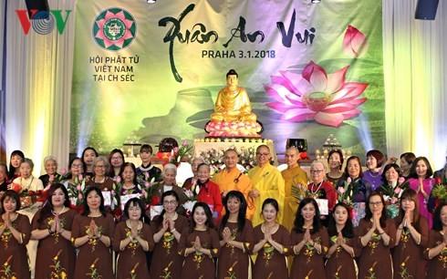 Solidarischer und gemütlicher Frühling der vietnamesischen Buddhisten in Tschechien - ảnh 1