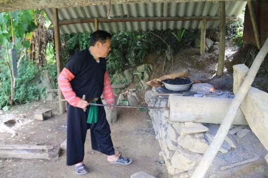 Das geheime Konzept der Schmiedekunst der ethnischen Minderheit Mong - ảnh 1