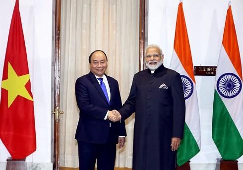 Premierminister Nguyen Xuan Phuc führt Gespräch mit Indiens Premierminister Modi - ảnh 1