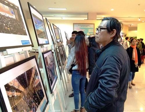 """Fotoausstellung """"Das APEC-Jahr Vietnam 2017 und Eindrücke Vietnams und Danangs"""" - ảnh 1"""