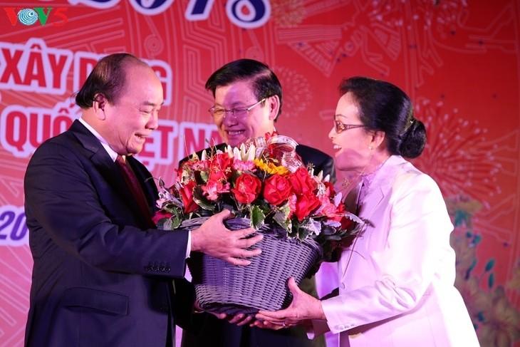 Premierminister Vietnams und Laos feiern das Tetfest mit der vietnamesischen Gemeinschaft  - ảnh 1