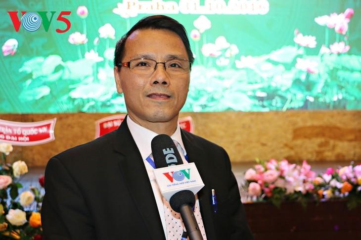 Auslandsvietnamesen feiern das traditionelle Neujahrsfest Tet - ảnh 1