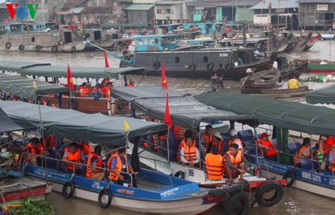 Unterhaltungsorte in Can Tho locken zahlreiche Touristen zum Tetfest an - ảnh 1