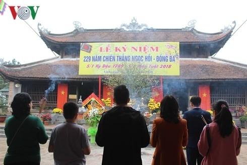 Besuchsziele im ganzen Land empfangen tausende Touristen - ảnh 1
