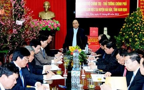Der Premierminister besucht Produktionsmodelle der Bauern im Kreis Hai Hau - ảnh 1