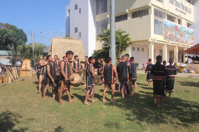 Mehr als 100 Meister nehmen am Frühlingsfest der Volksgruppen in Gia Lai teil - ảnh 1